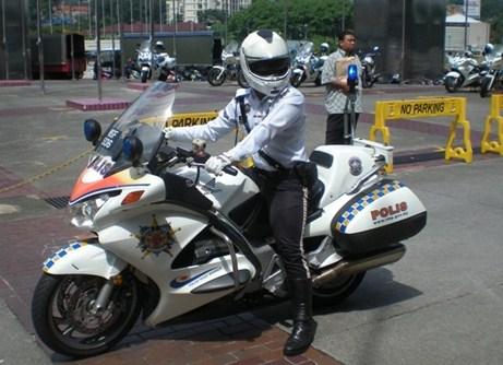 Những điều biết khi đi du lịch Malaysia - Cảnh sát Malaysia